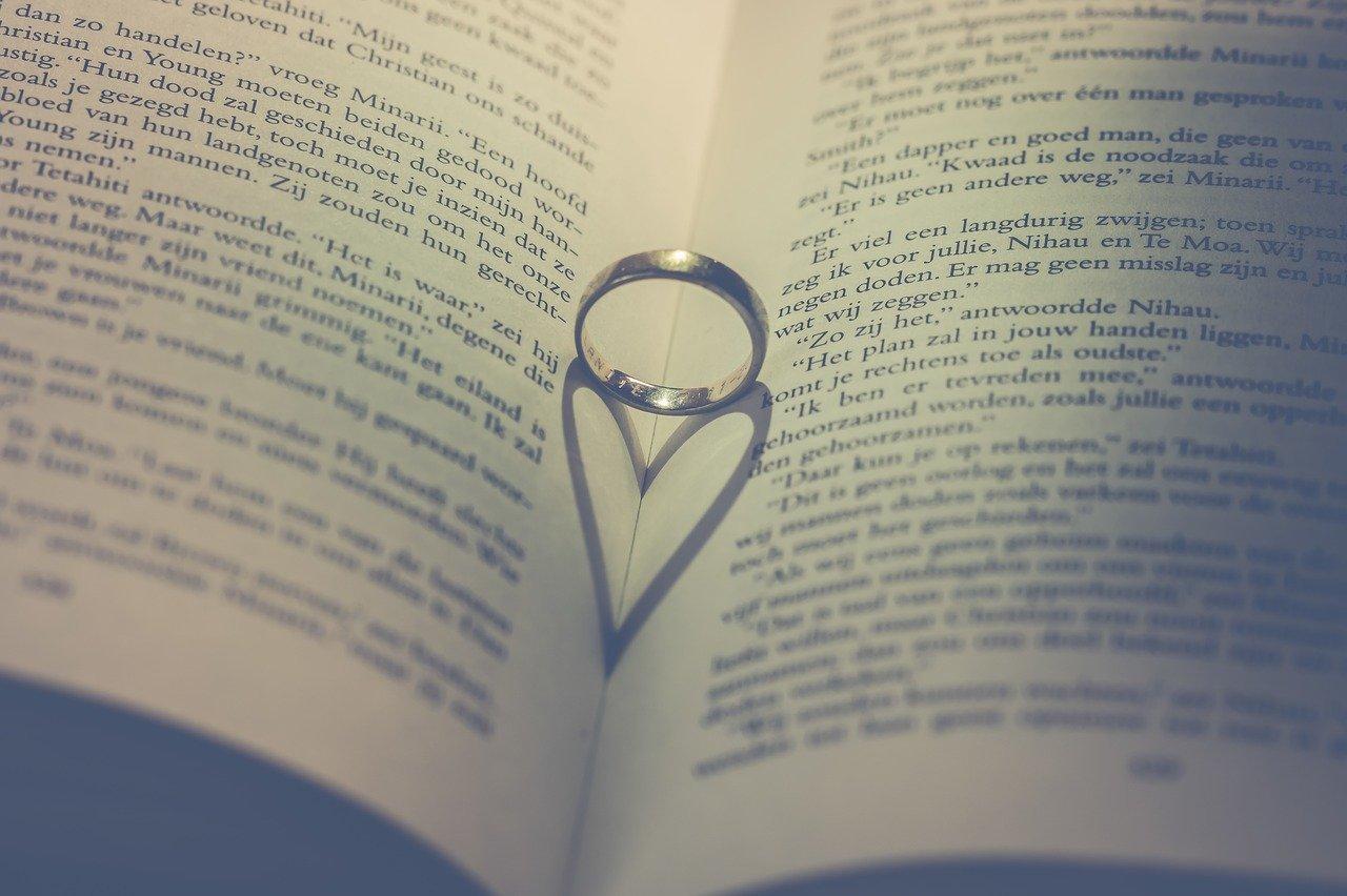 【保育士】結婚指輪&婚約指輪ってどうしてる?!人気のデザインも紹介