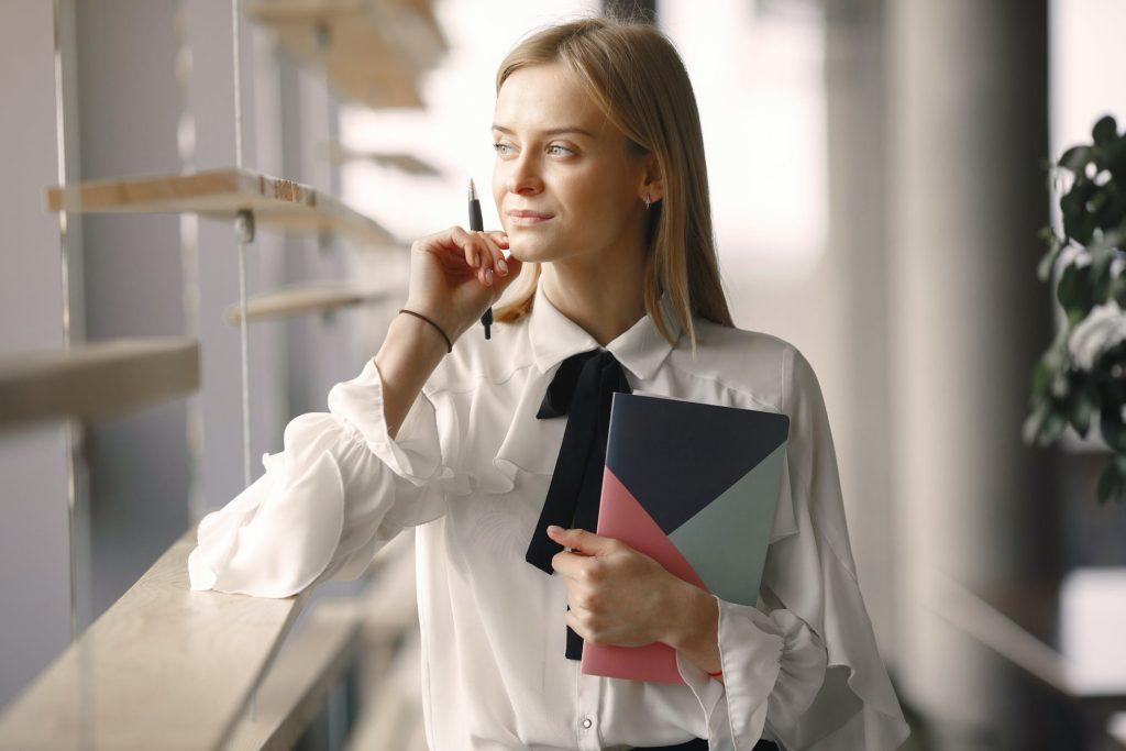 【保育士から事務職へ】失敗しない転職方法や志望動機の書き方