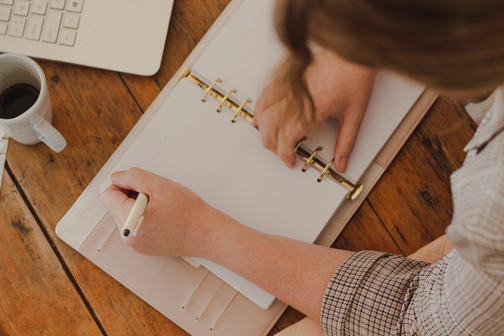 幼稚園教諭の残業の実態とは?!残業なしを実現する3つの方法